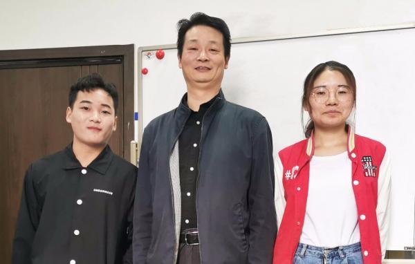 20191015 学生记者 张思璐 龚后军采访喻胜老师 - 副本.jpg