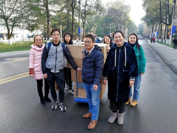 校工会组织采购百万元扶贫农产品