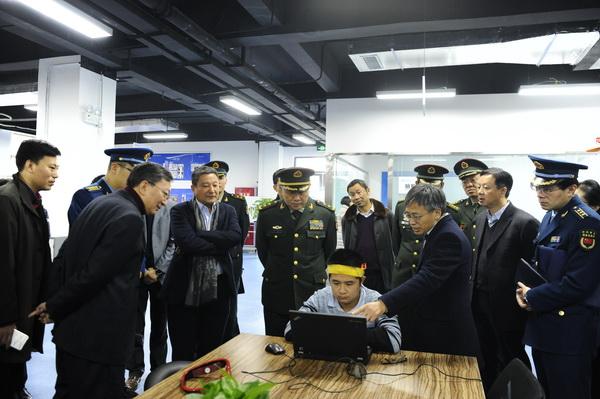 3中央军委装备发展部副部长刘胜中将来校调研.jpg